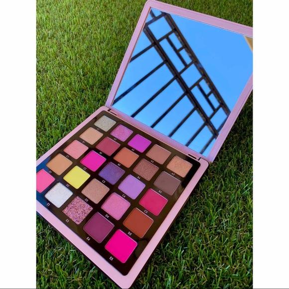 ABH Norvina Vol.4 Pro Pigment Makeup Palette.